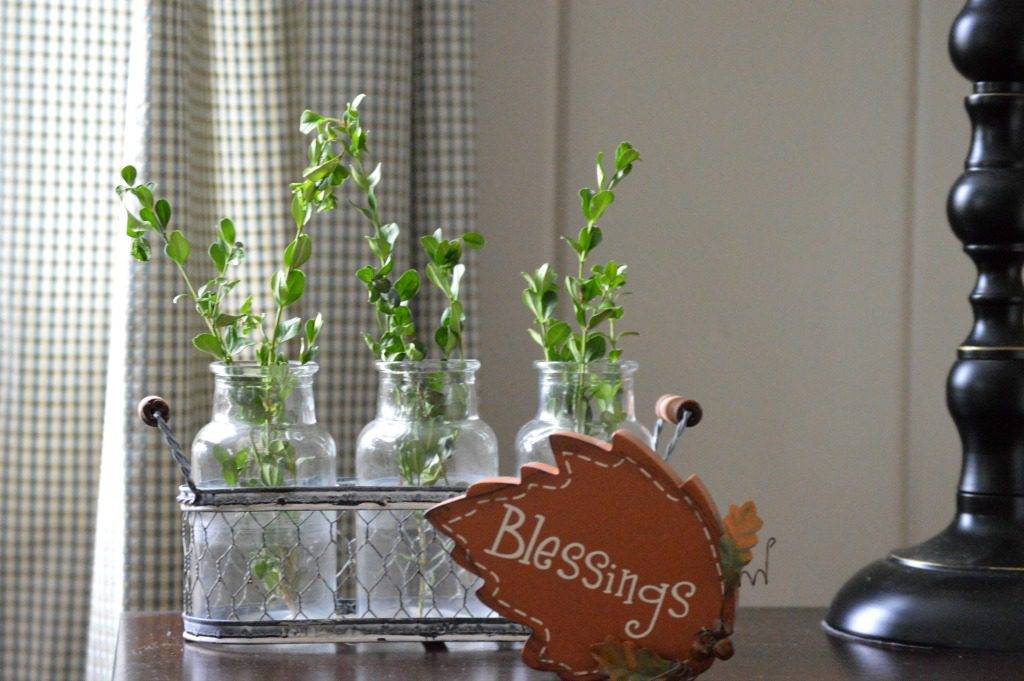 http://blog.myfamilythyme.com/wp-content/uploads/2016/09/fall-family-room-blessings.jpg
