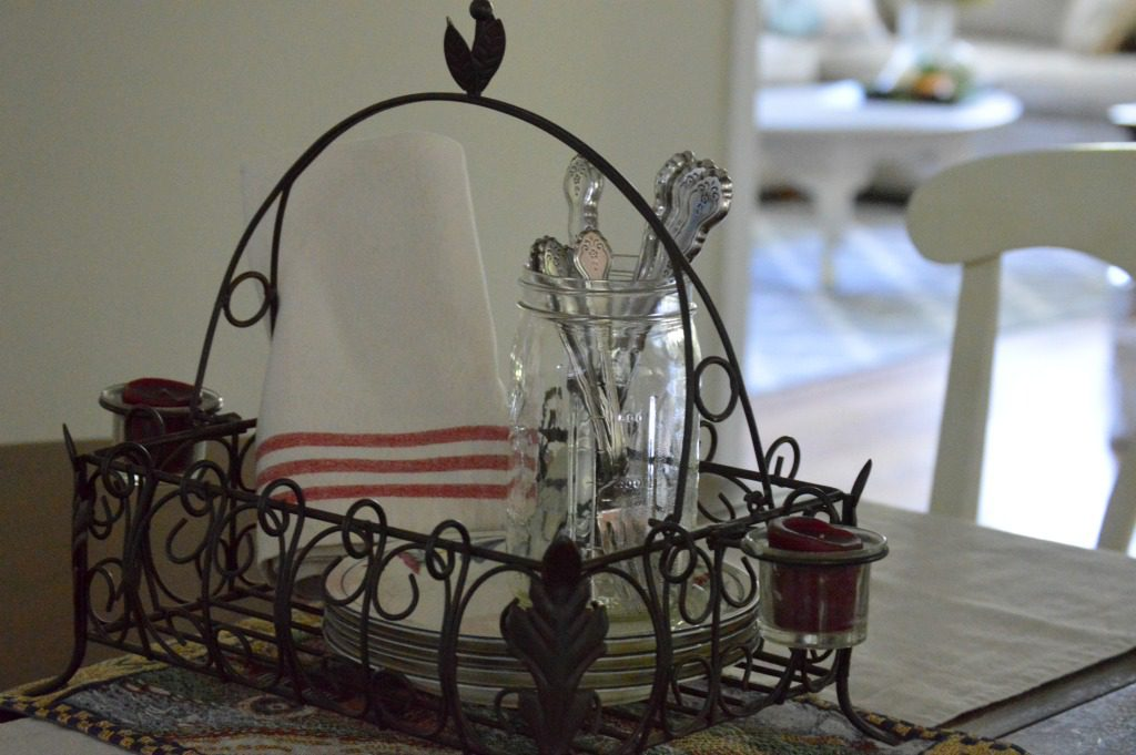 http://blog.myfamilythyme.com/wp-content/uploads/2016/09/fall-kitchen-table.jpg