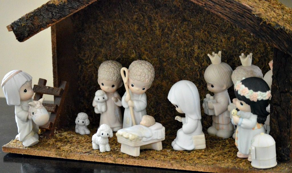 http://myfamilythyme.com/wp-content/uploads/2016/12/Christmas-Nativity-set.jpg
