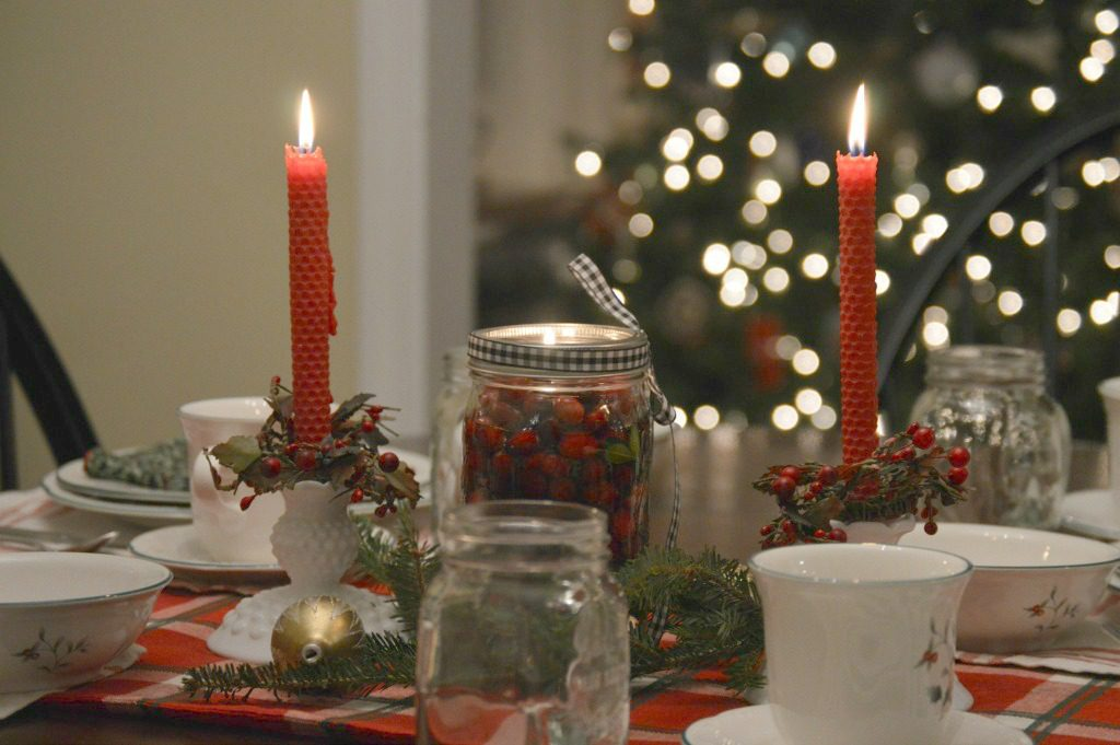 http://myfamilythyme.com/wp-content/uploads/2016/12/Christmas-dining-room-table-2.jpg