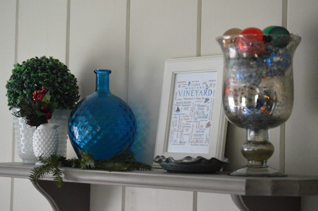 http://myfamilythyme.com/wp-content/uploads/2016/12/Christmas-family-room-shelf.jpg
