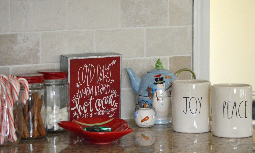 http://myfamilythyme.com/wp-content/uploads/2016/12/Christmas-kitchen-hot-cocoa-bar.jpg