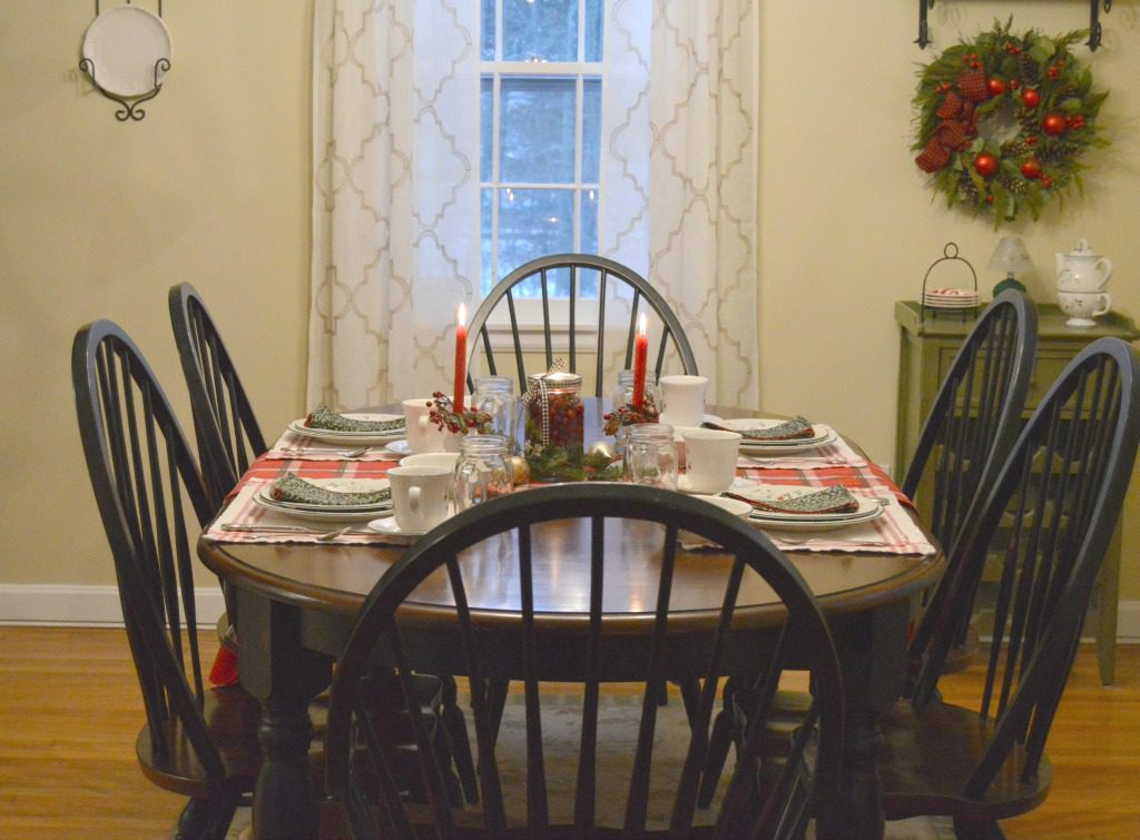 http://myfamilythyme.com/wp-content/uploads/2016/12/christmas-dining-room-table-3.jpg