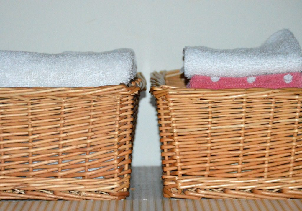http://myfamilythyme.com/wp-content/uploads/2017/01/baskets-in-linen-closet.jpg