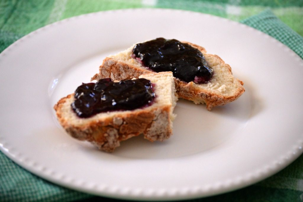 http://myfamilythyme.com/wp-content/uploads/2017/03/Irish-soda-bread-with-jam.jpg