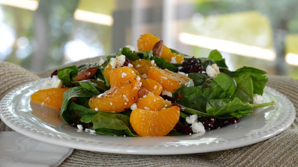 https://myfamilythyme.com/wp-content/uploads/2017/07/spinach-salad-on-plate3.jpg