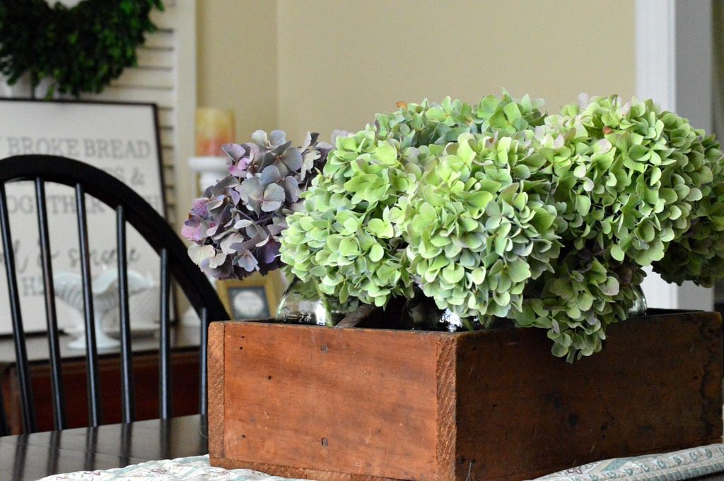 http://myfamilythyme.com/wp-content/uploads/2017/08/hydrangeas-in-dining-room-2.jpg