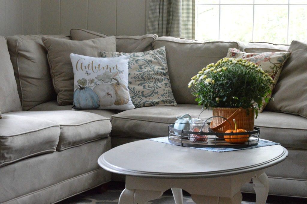 http://myfamilythyme.com/wp-content/uploads/2017/09/fall-family-room-couch-with-pillow.jpg
