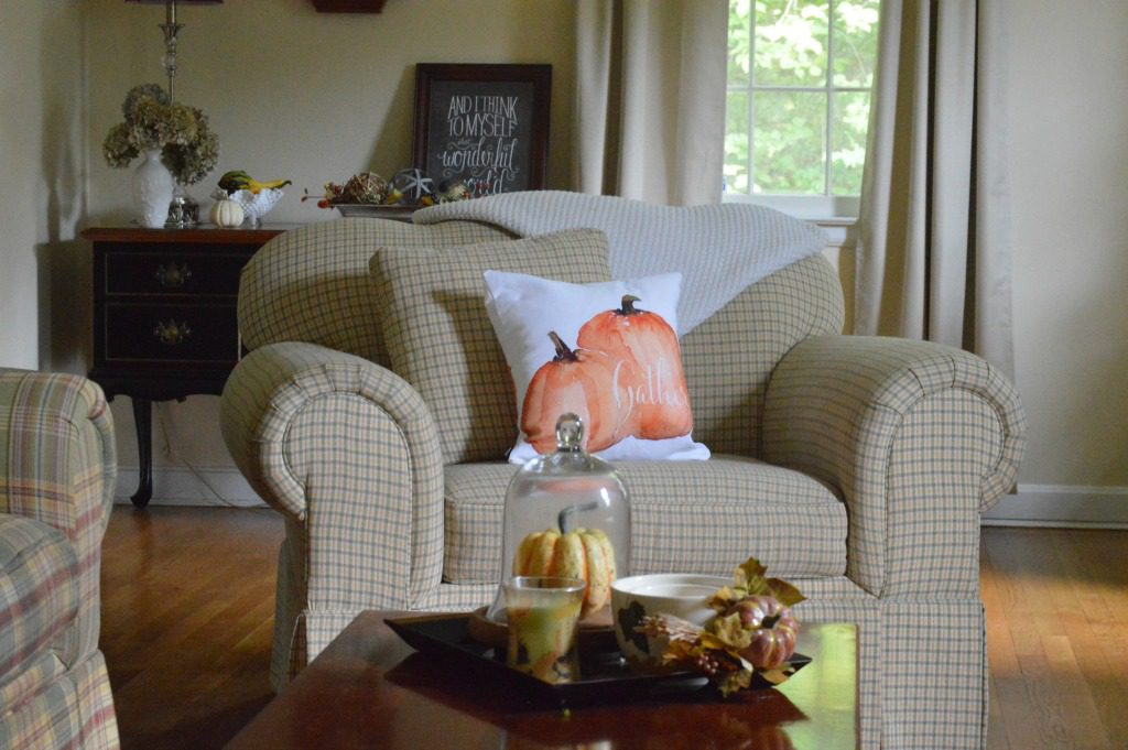 http://myfamilythyme.com/wp-content/uploads/2017/09/fall-living-room.jpg