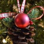 DIY Christmas Pinecone Ornament