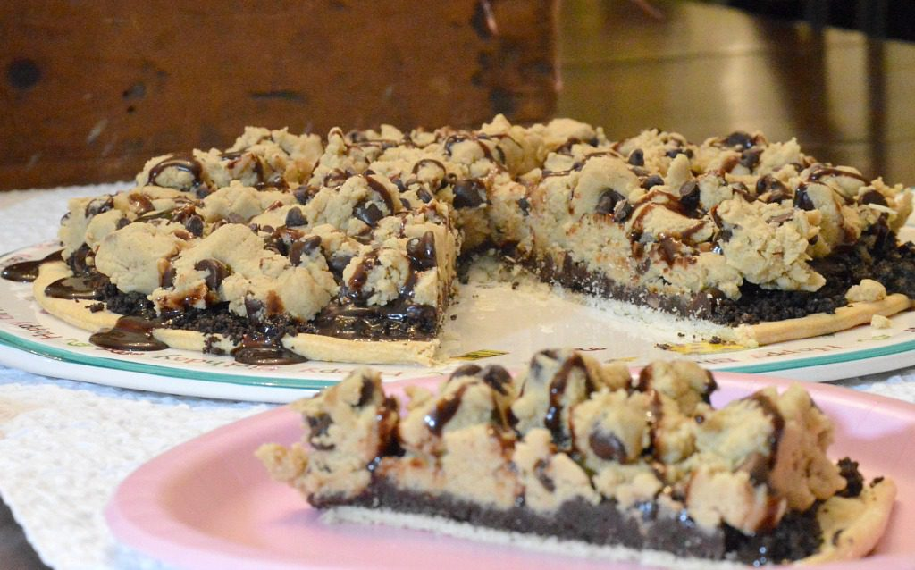 https://myfamilythyme.com/wp-content/uploads/2018/03/choc-chip-cookie-pizza-3.jpg
