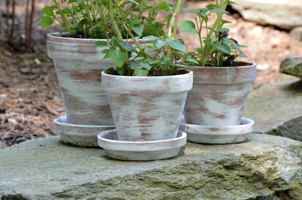 https://myfamilythyme.com/wp-content/uploads/2018/07/dry-brush-painted-pots-2.jpg