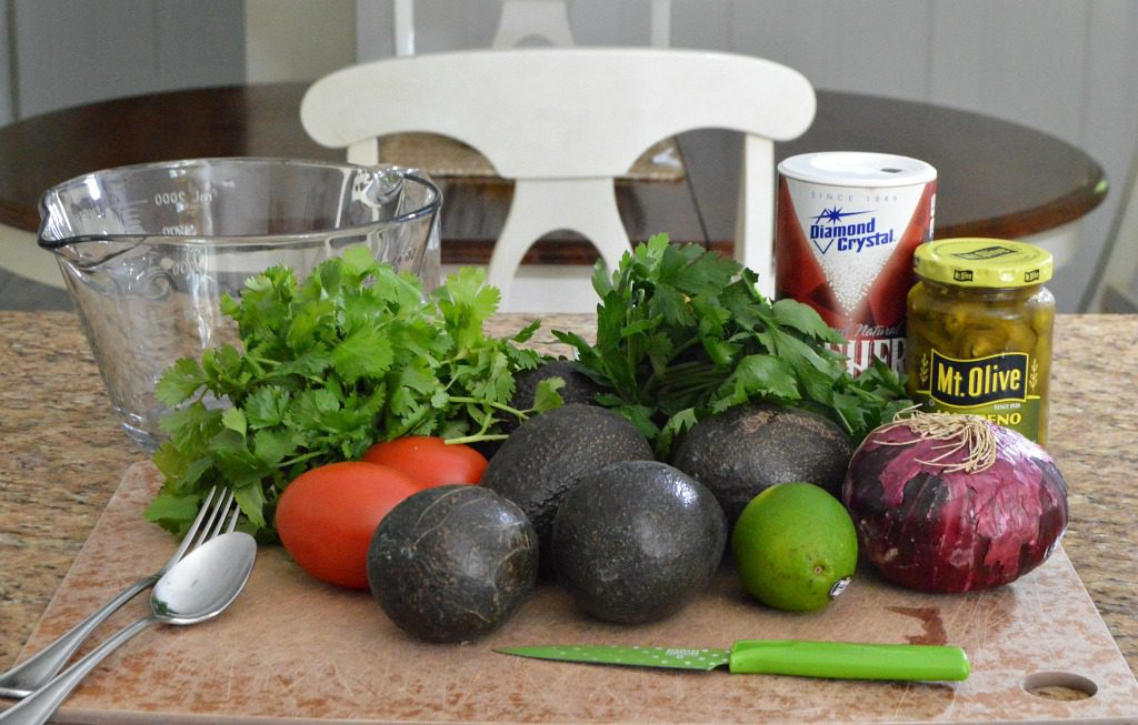 https://myfamilythyme.com/wp-content/uploads/2018/07/guacamole-ingredients.jpg
