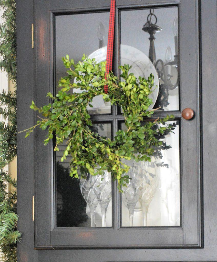 DIY A Fresh Boxwood Wreath