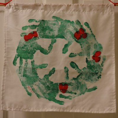 https://myfamilythyme.com/wp-content/uploads/2018/11/handprint-wreath-1.jpg