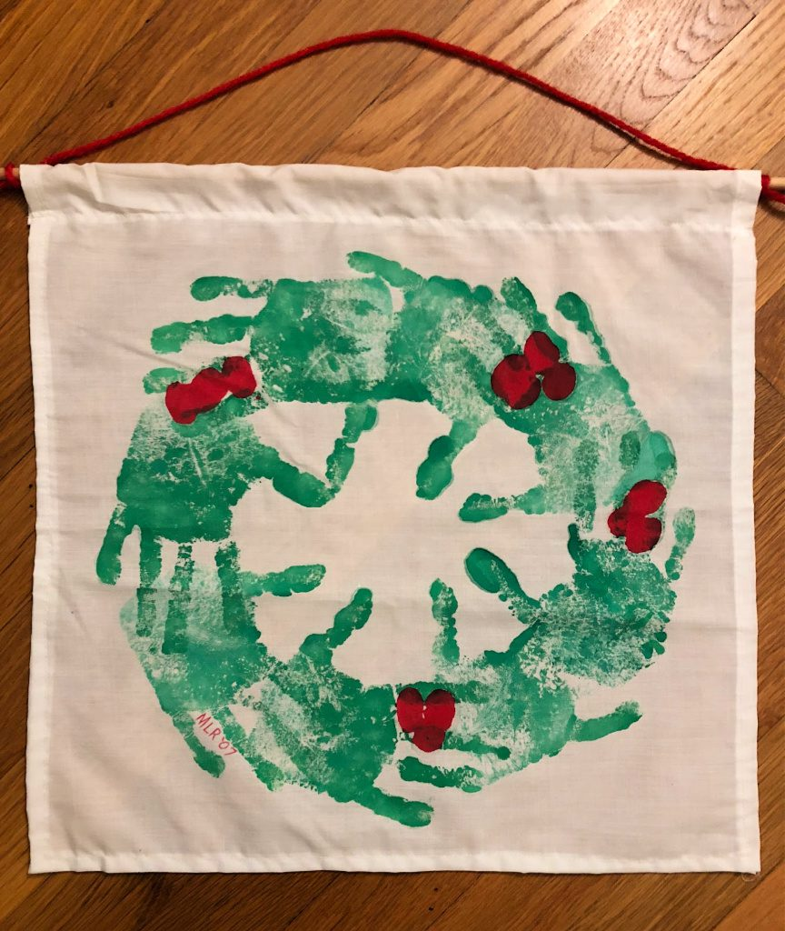 https://myfamilythyme.com/wp-content/uploads/2018/11/handprint-wreath.jpg