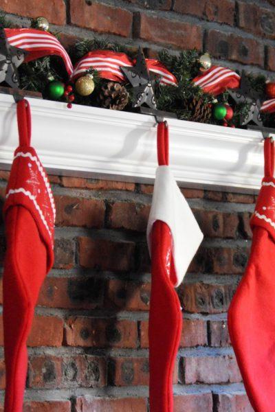 How to Create a Fun & Festive Christmas Garland