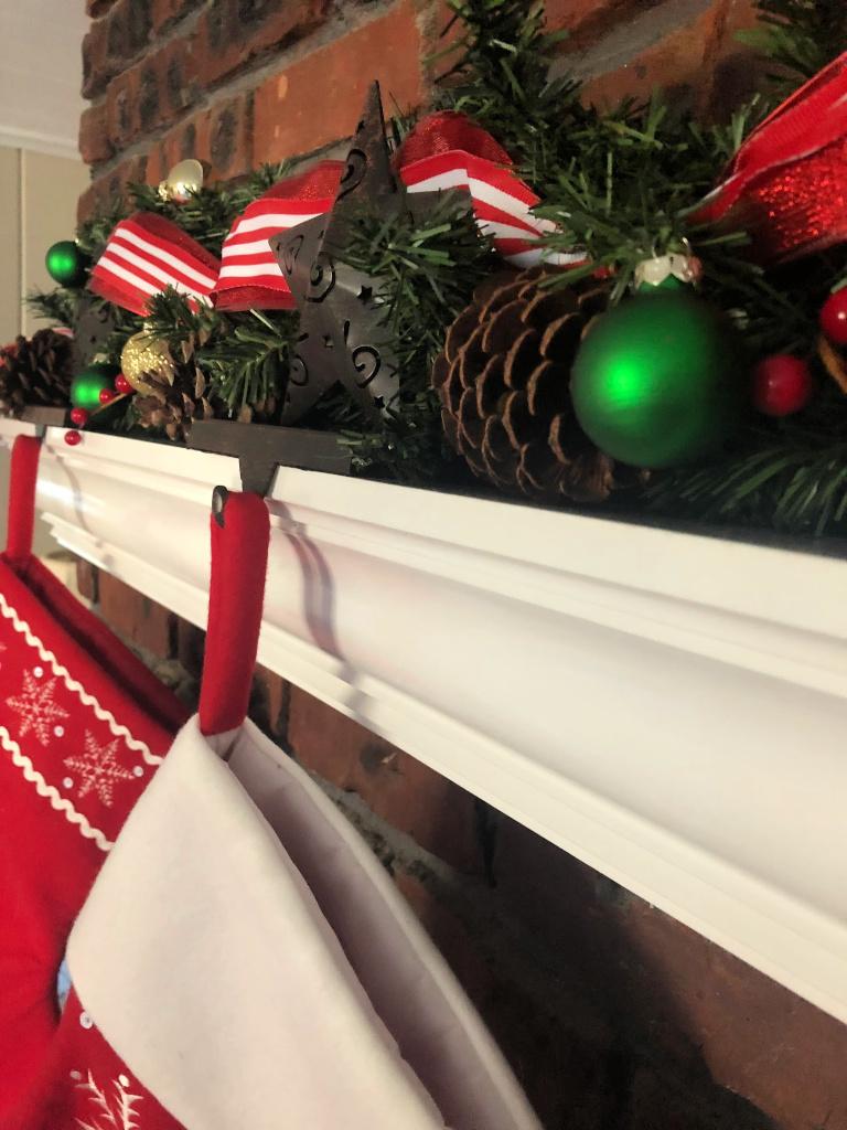 https://myfamilythyme.com/wp-content/uploads/2018/12/Christmas-garland.jpg
