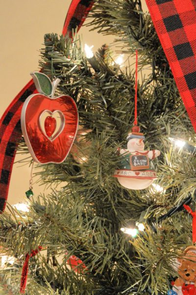 Creating a Themed Christmas Tree