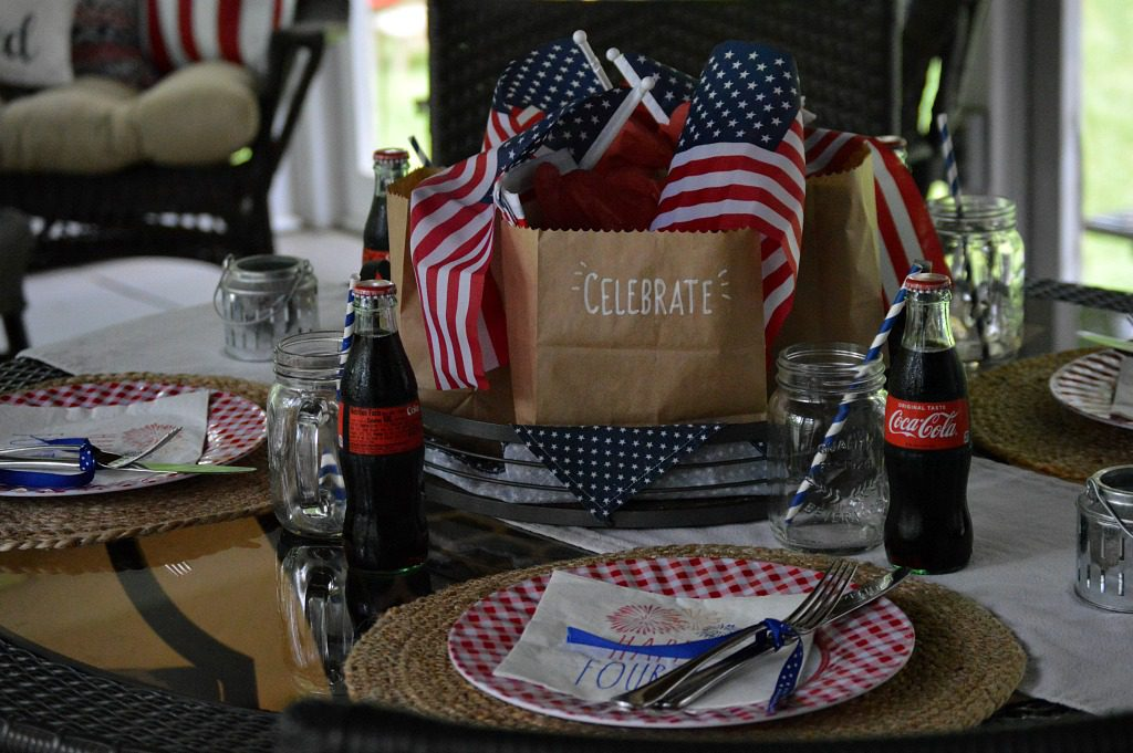 https://myfamilythyme.com/wp-content/uploads/2019/06/patriotic-table-3.jpg