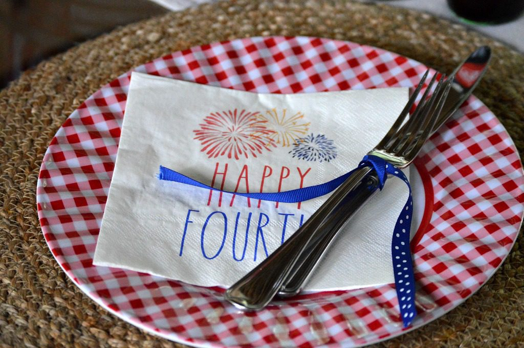 https://myfamilythyme.com/wp-content/uploads/2019/06/patriotic-table-5.jpg