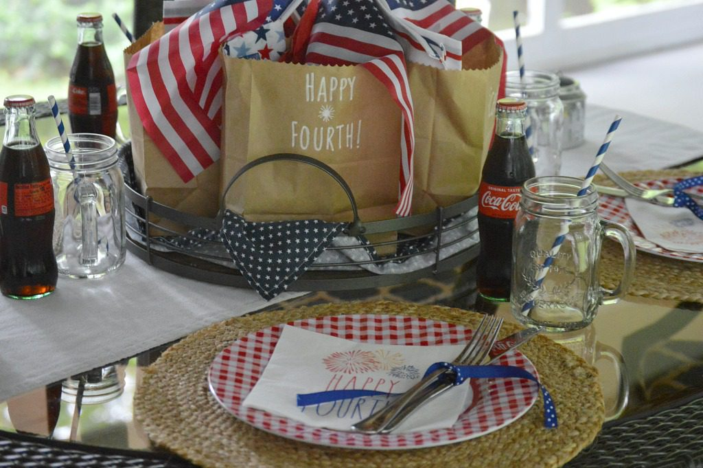 https://myfamilythyme.com/wp-content/uploads/2019/06/patriotic-table-6.jpg