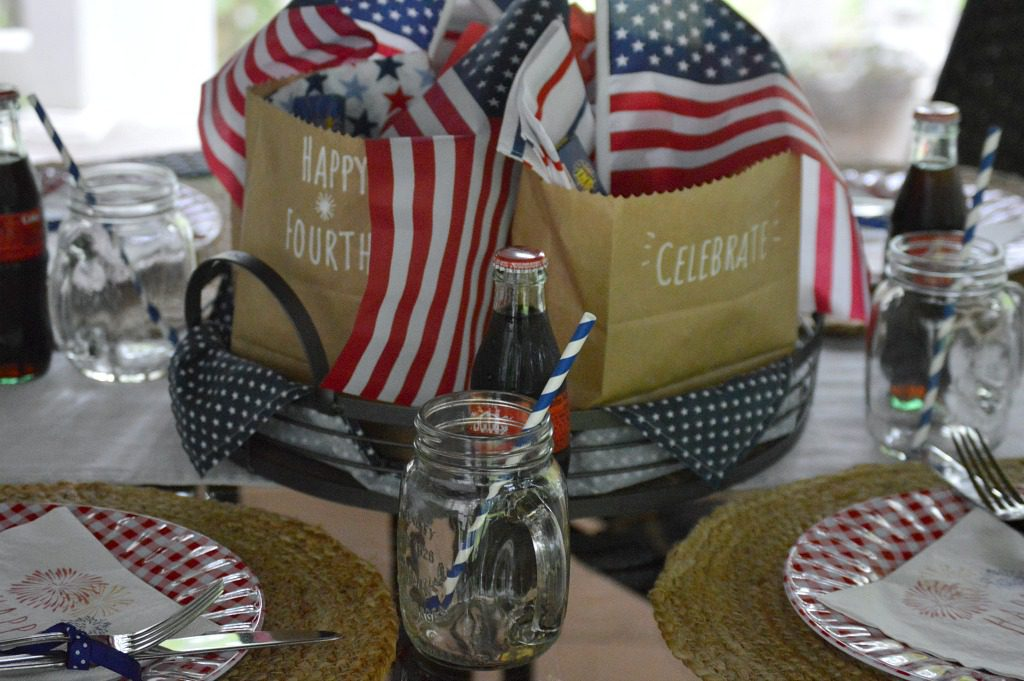 https://myfamilythyme.com/wp-content/uploads/2019/06/patriotic-table-7.jpg