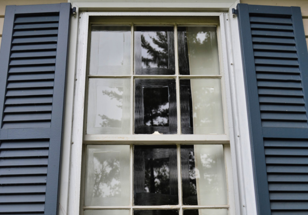 https://myfamilythyme.com/wp-content/uploads/2019/08/exterior-window-painting-trick.jpg