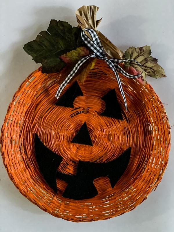 https://myfamilythyme.com/wp-content/uploads/2020/08/paper-plate-pumpkin-complete-2.jpg