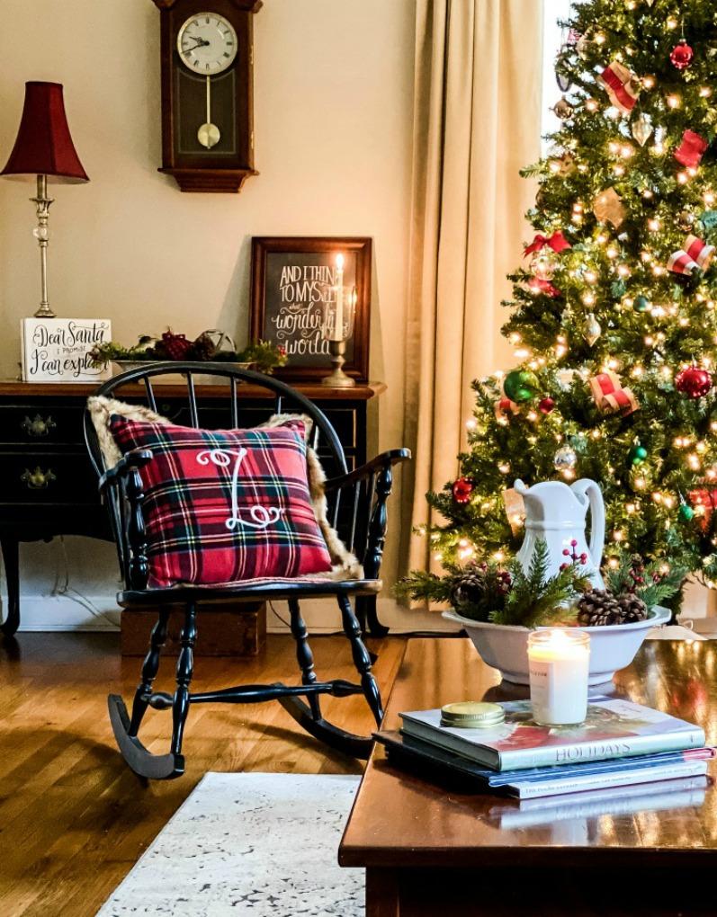 https://myfamilythyme.com/wp-content/uploads/2020/11/Christmas-home-living-room-2-1.jpg