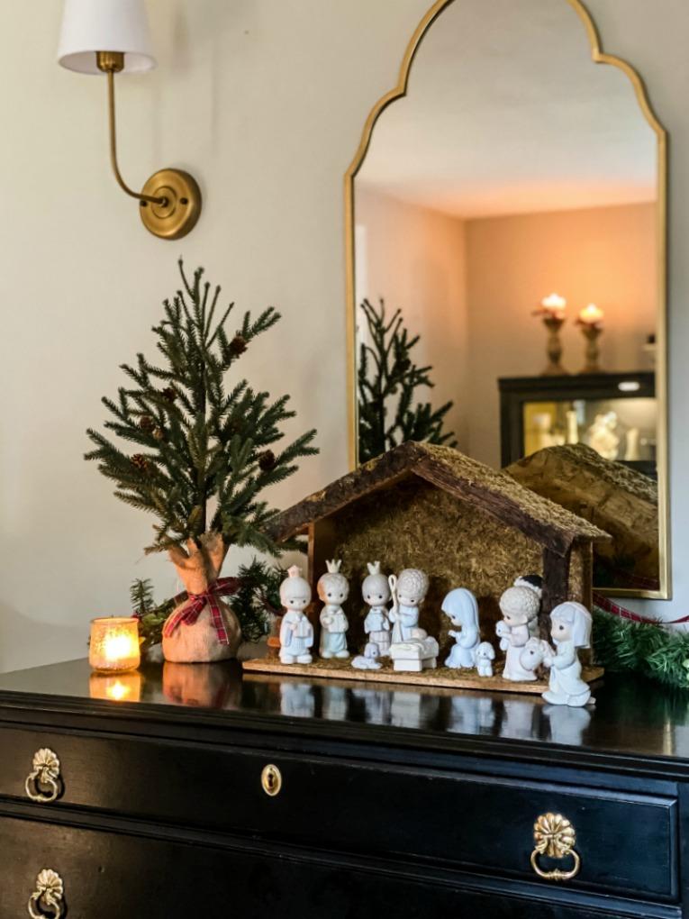 https://myfamilythyme.com/wp-content/uploads/2020/11/Christmas-home-living-room-4.jpg