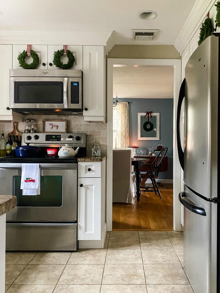 https://myfamilythyme.com/wp-content/uploads/2020/11/Christmas-kitchen-5.jpg