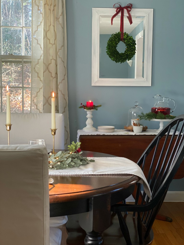 https://myfamilythyme.com/wp-content/uploads/2020/12/Christmas-dining-room.jpg