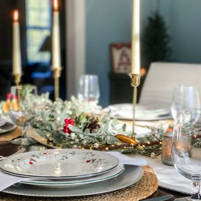 Frosted Mistletoe Christmas Tablescape
