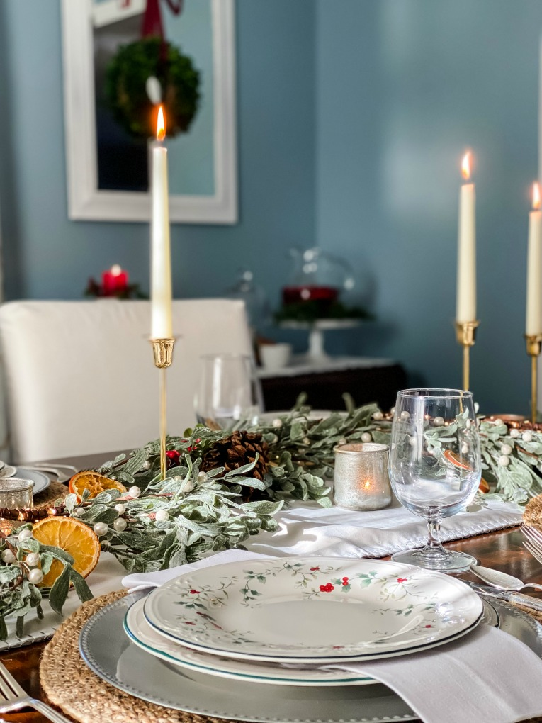 https://myfamilythyme.com/wp-content/uploads/2020/12/Christmas-tablescape-2.jpg